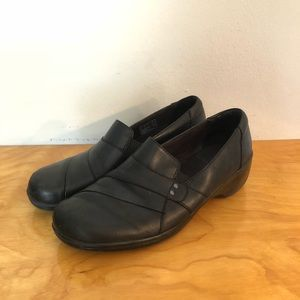 Clarks size 8.5 black womens shoes